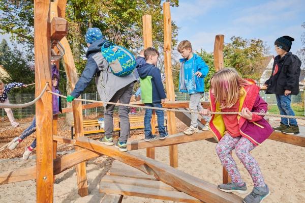 Playground Landscape Spiel Und Sport In Den Freianlagen Der Mahlsdorfer Grundschule Playground Landscape